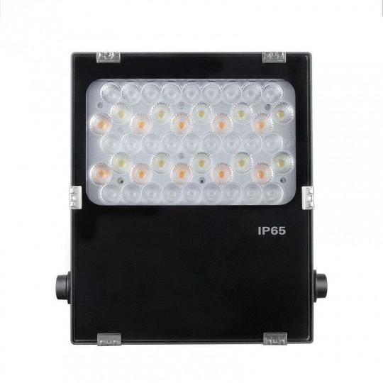 Projecteur LED RGB+CCT 50W pilotable avec lentille FUTC06