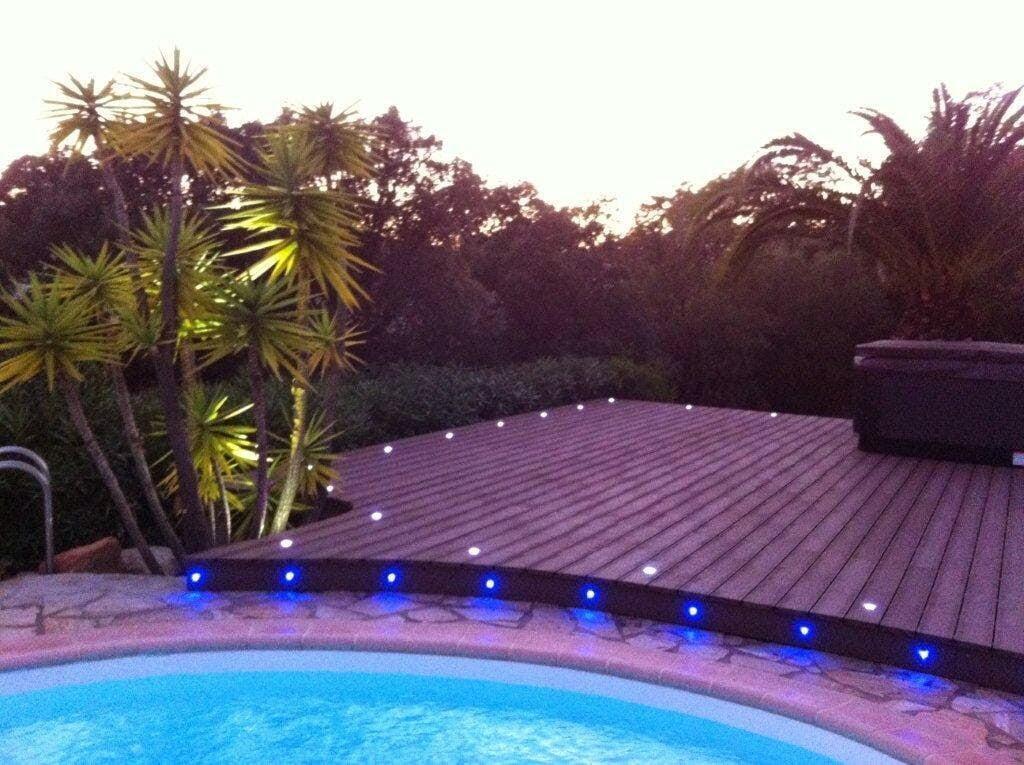 Éclairage d'un jardin et d'une terrasse Le Club LED