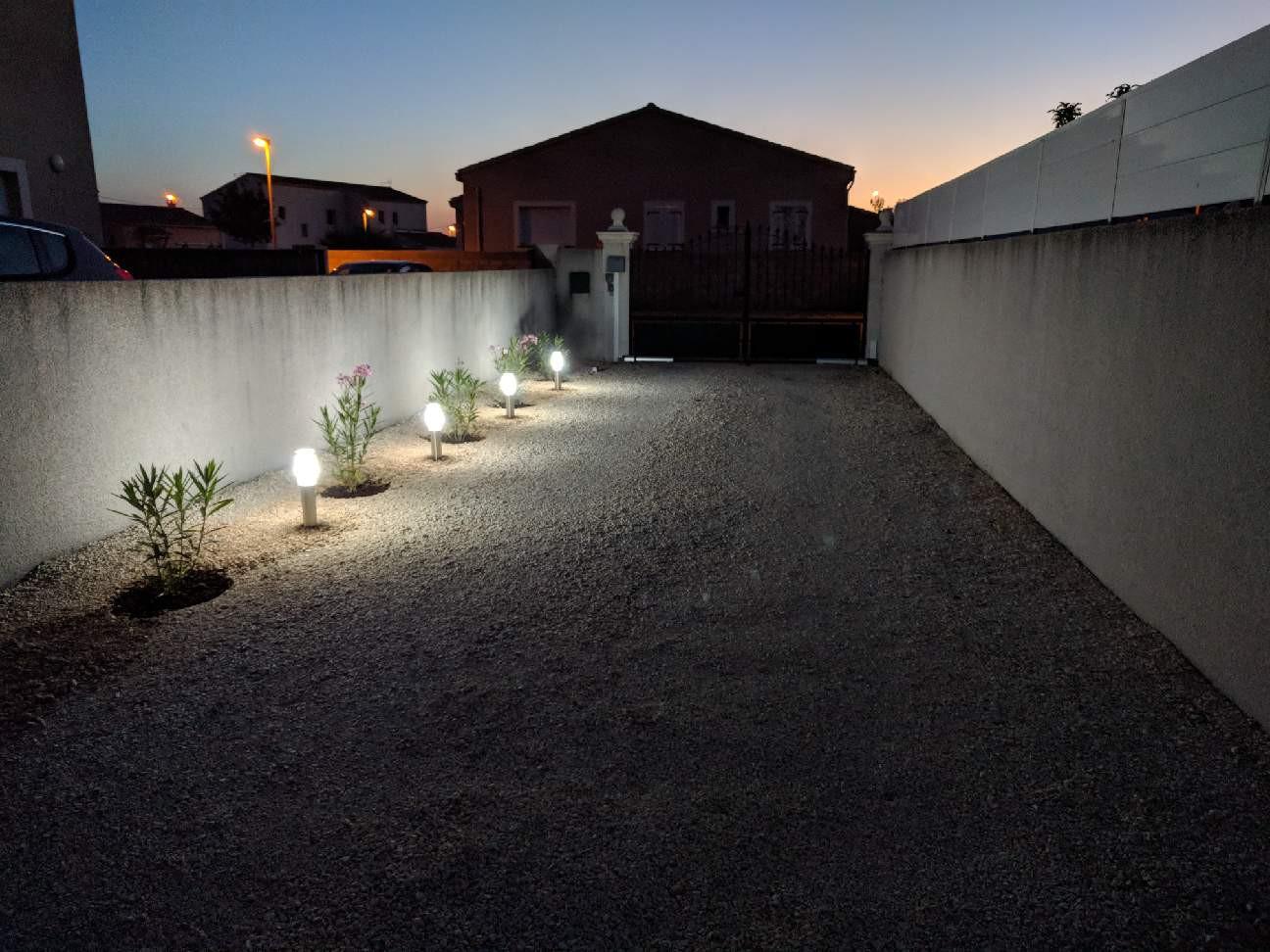 Mise en valeur d'une allée de garage Le Club LED